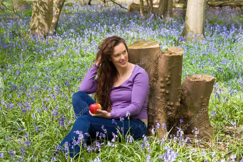 Видео девушки на природе расслабляются фото 121-718