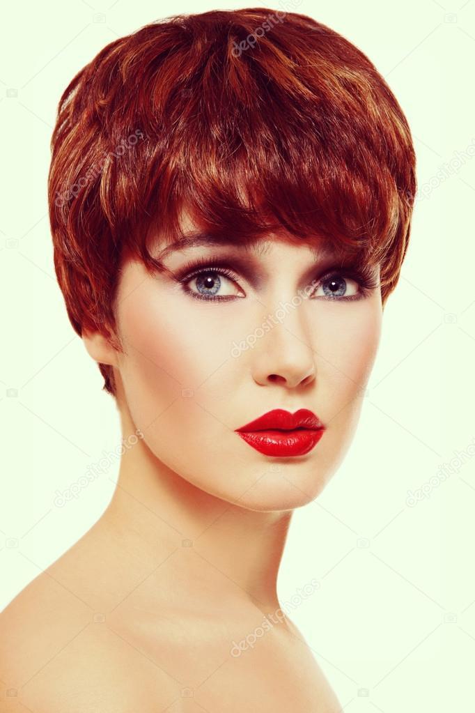 Kısa Saç Kesimi Ile Güzel Kızıl Saçlı Kadın Stok Foto Pepperbox