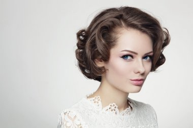 woman with curly prom hairdo