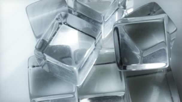 Forgó jégkockát