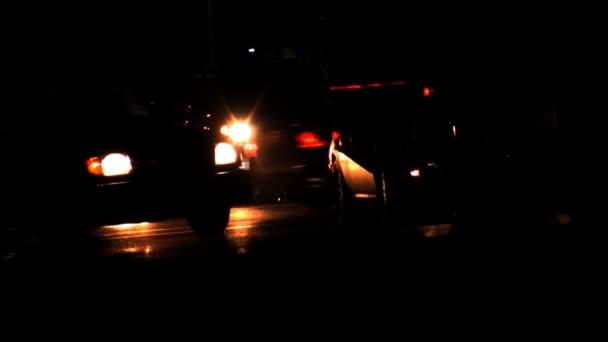 vozy pomalu projížděl na ulici