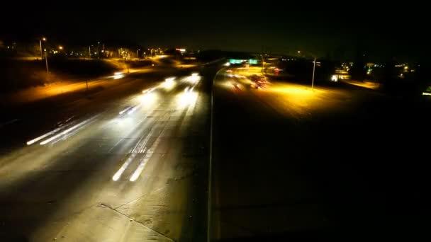 Světelné pruhy provoz na dálnici v noci