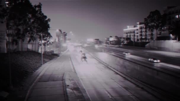 Autobahn-Verkehrskamera in der Nacht