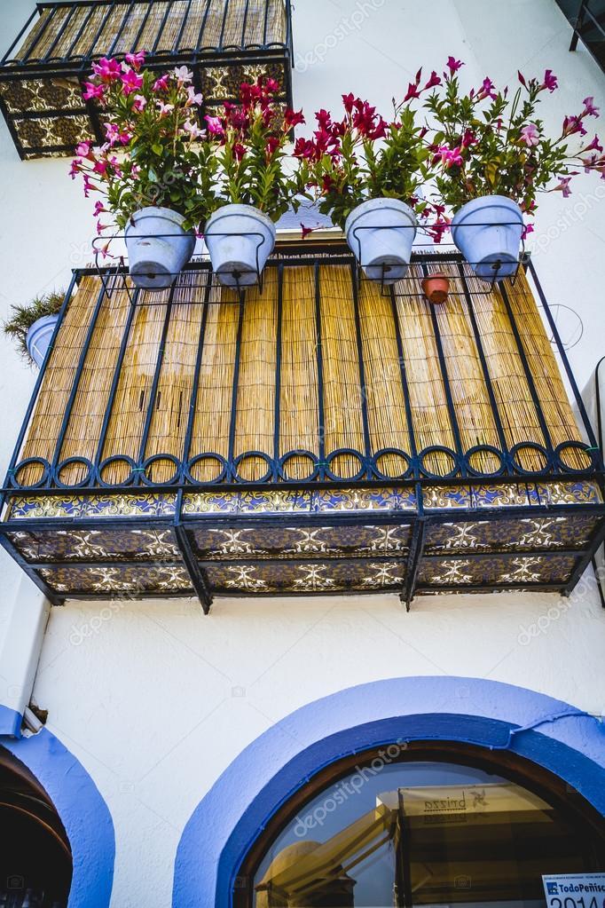 Bunte Blumentopfe Auf Dem Balkon Stockfoto C Outsiderzone 75363475
