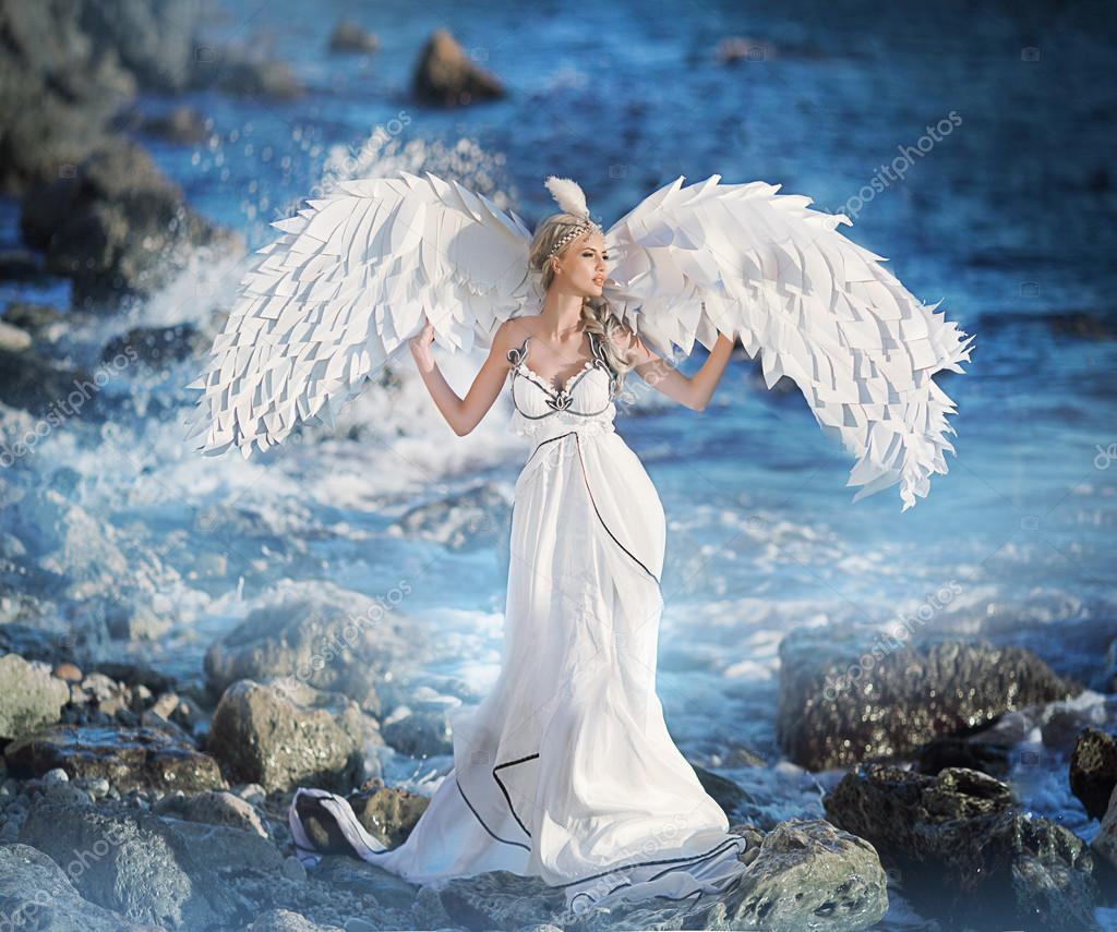 Ange Femme femme dans une image d'ange — photographie olenakucher © #55059045