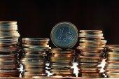 euro mince hromádky zblízka