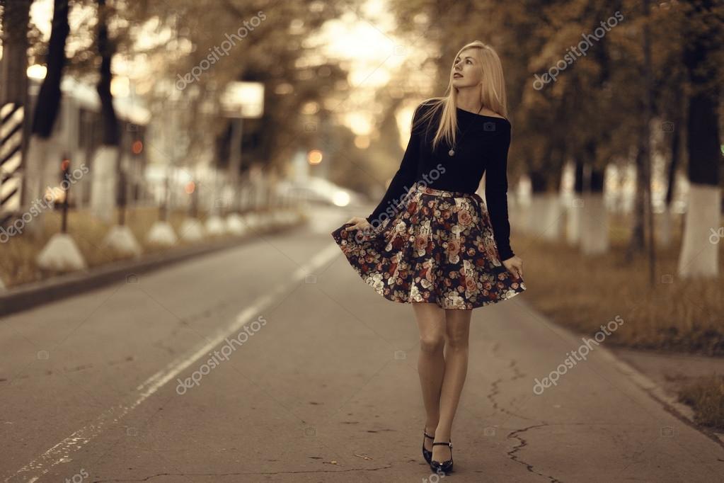Romantico ritratto di una ragazza foto stock xload - Colorazione immagine di una ragazza ...