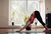 dívka tělocvičně cvičení jóga