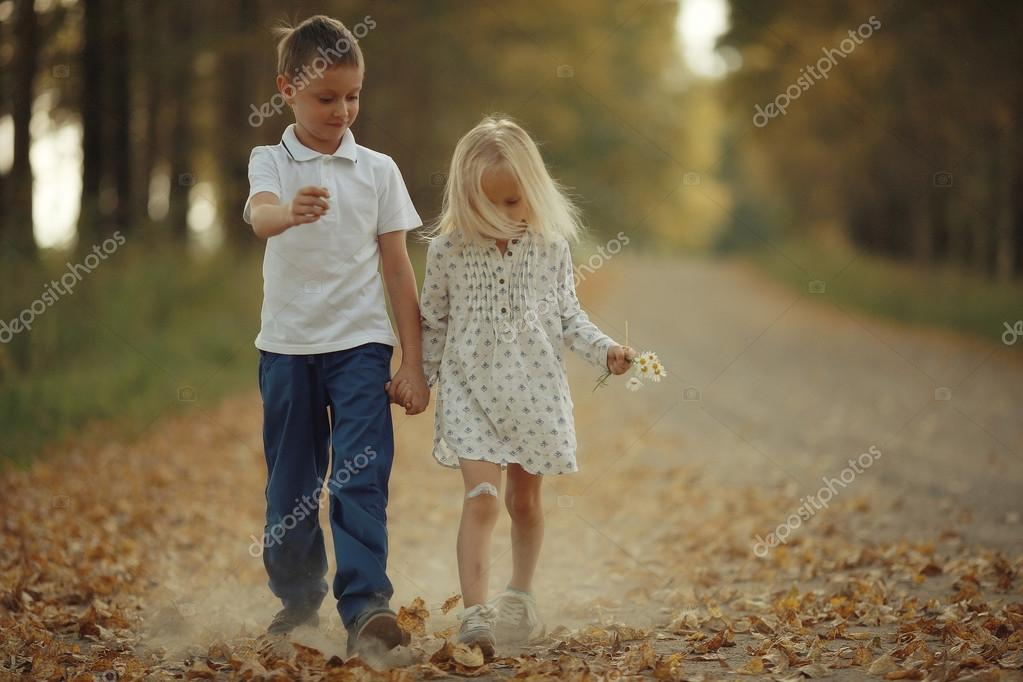 dead6fcd6ab Αγάπη τα παιδιά ιστορία αγόρι και κορίτσι αγάπη — Φωτογραφία Αρχείου ...