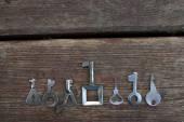 Klíče zámky dřevěné pozadí