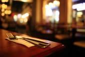 Interiér restaurace rozostřeného pozadí