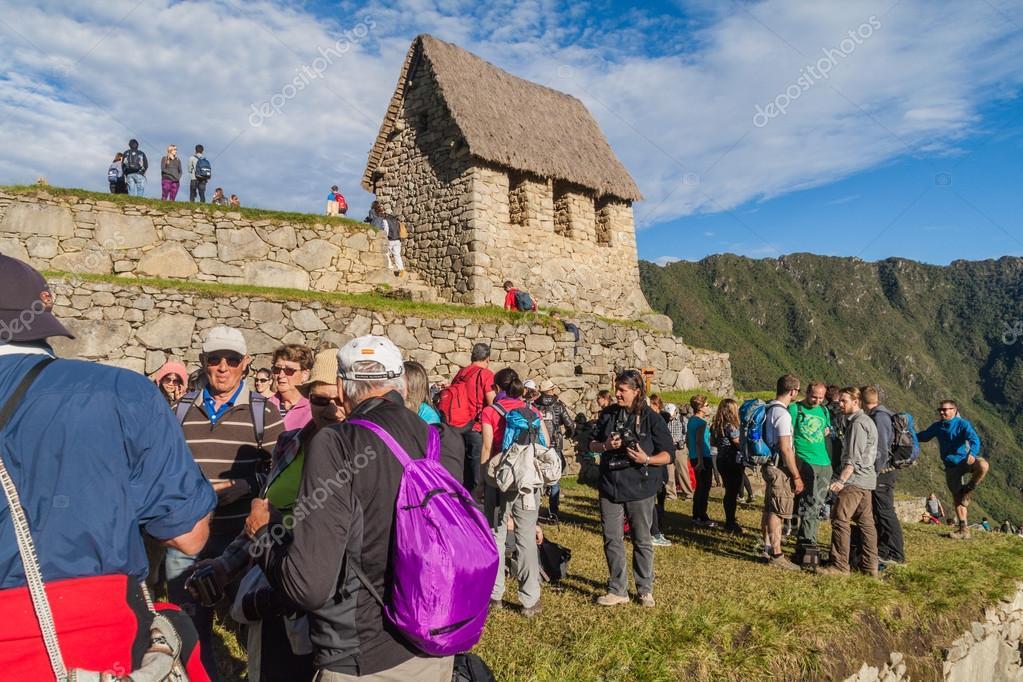 Turisti alle rovine di Machu Picchu — Foto Stock