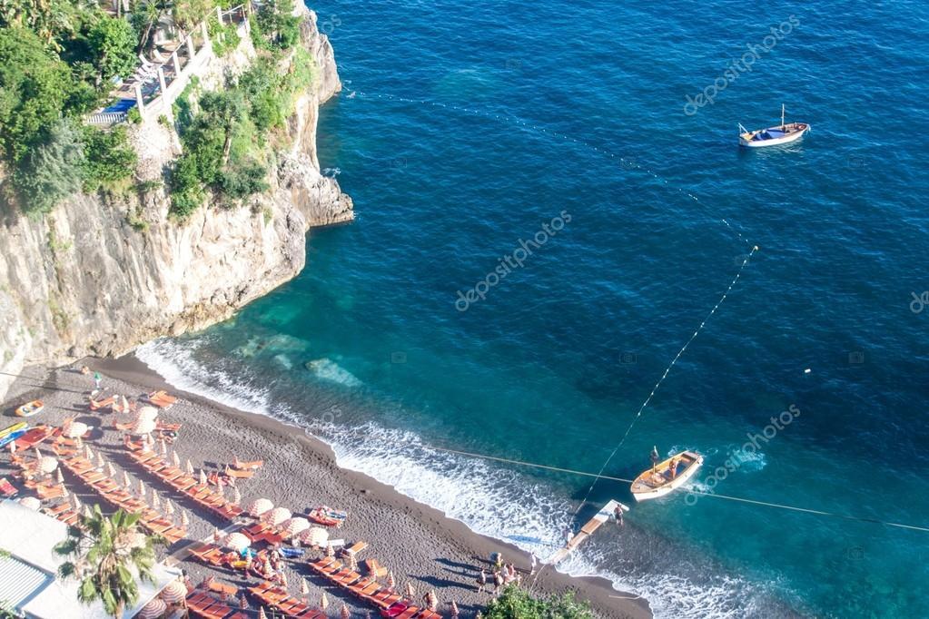 Bagni d\'Arienzo beach in village Positano — Stock Photo © mathes ...