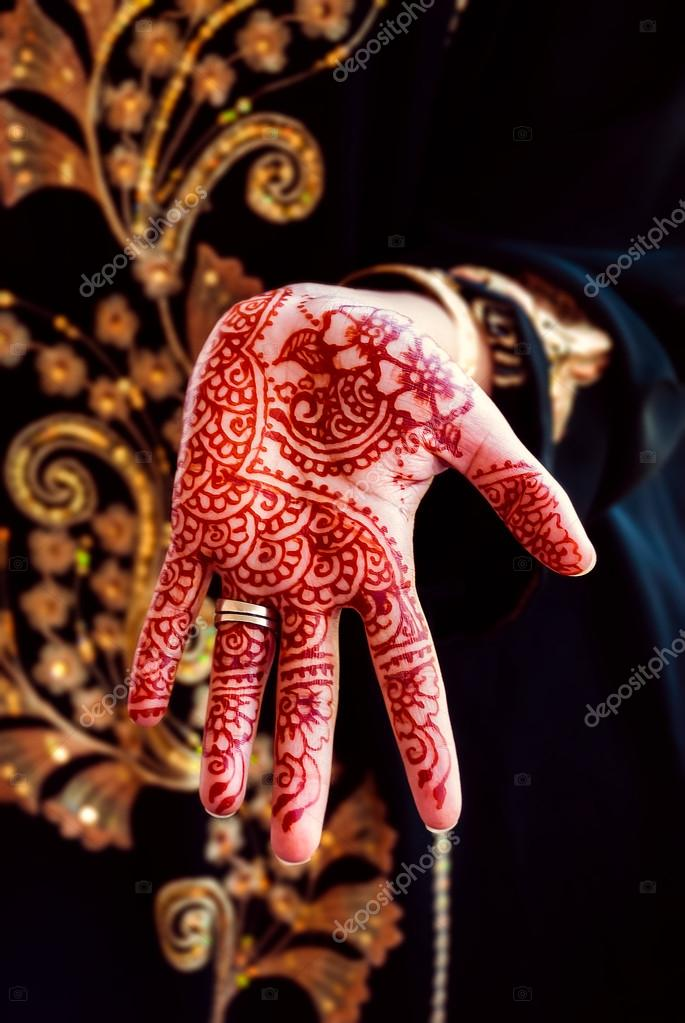 main au henn tatouage body art tradition couleur photographie altinosmanaj 71645373. Black Bedroom Furniture Sets. Home Design Ideas