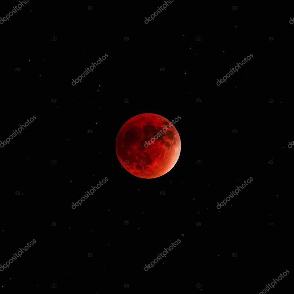 Full Lunar eclipse super moon red bloody dark sky