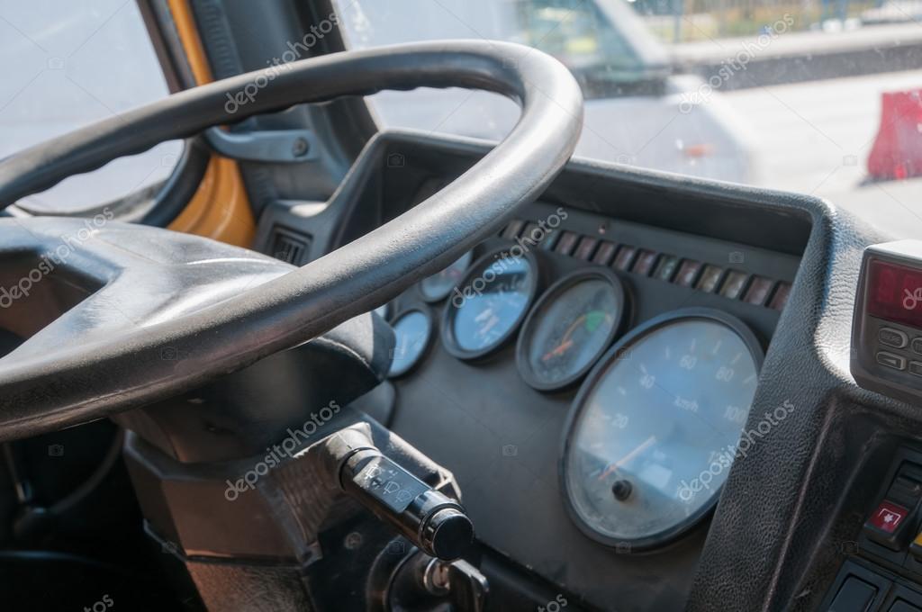 Interno della cabina del camion foto stock dragunov for Piani moderni della cabina di ceppo