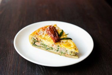 quiche with salmon and sun-dried tomatoes