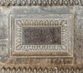 Vijayapura, Karnataka, India - 2013. november 8.: Ibrahim Rauza mauzóleum. Szürke kőszobor közeli ábrázolása a falon.