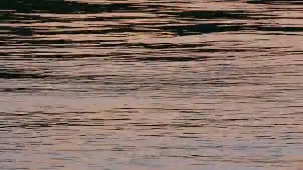 Abstraktní reflexe na vodu, přiblížit záběry