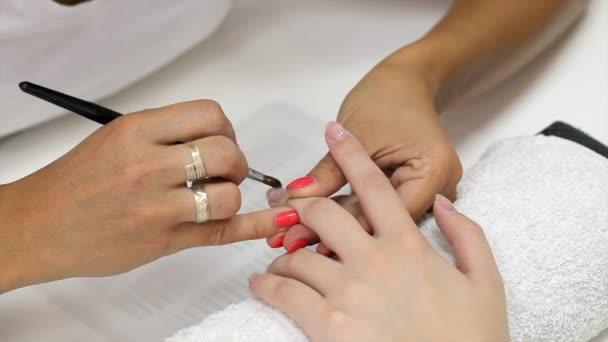 gelové nehty rozšíření aplikovat štětcem