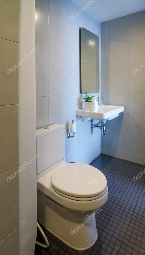 Salle d\'eau moderne — Photographie siraanamwong © #106782880