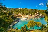 Portofino luxusní vesnice mezník, panoramatický pohled. liguri