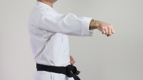 Sportriporter karateka edz fúj kezet