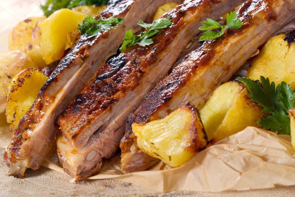 Prepared ribs and potatoes