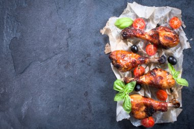 Chicken drumsticks with honey and spices