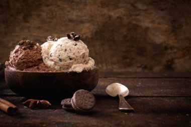 Chocolate and  stracciatella ice creams