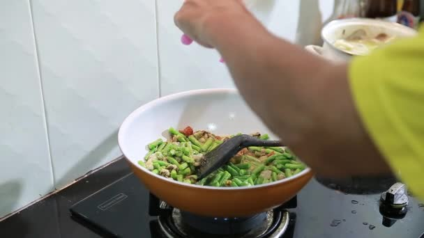 Thai food cooking pour sugar on vegetables and mussel in a wok thai food cooking pour sugar on vegetables and mussel in a wok stock video forumfinder Choice Image