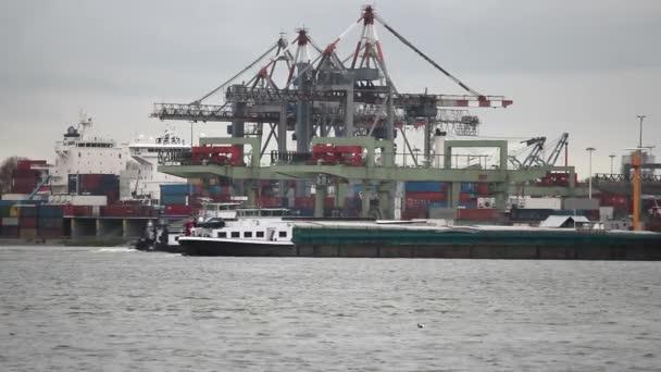 Hajók áthárításán daruk, rotterdami kikötő
