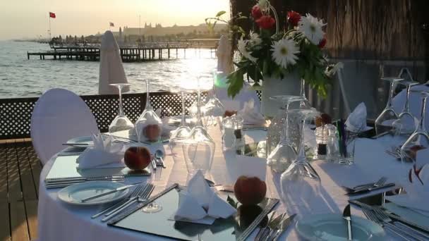 Tischdecken beim Hochzeitsempfang
