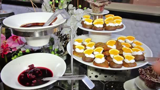 Guest Select Food From Buffet
