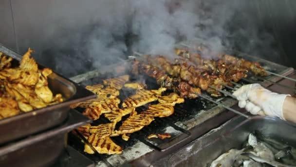 Šéfkuchař grilování maso
