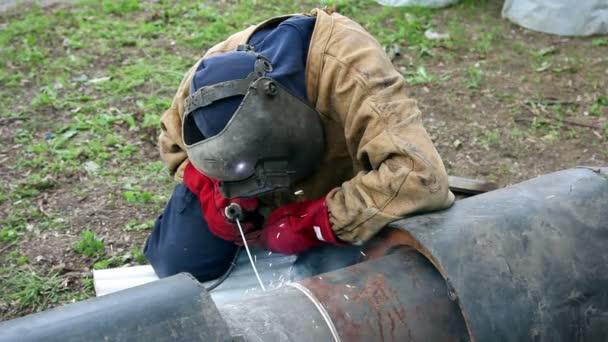 Dělník s obloukem svářečka