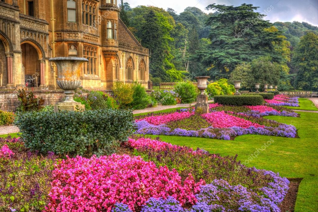 Beautiful flower gardens tyntesfield house near wraxall for Giardini fioriti in estate