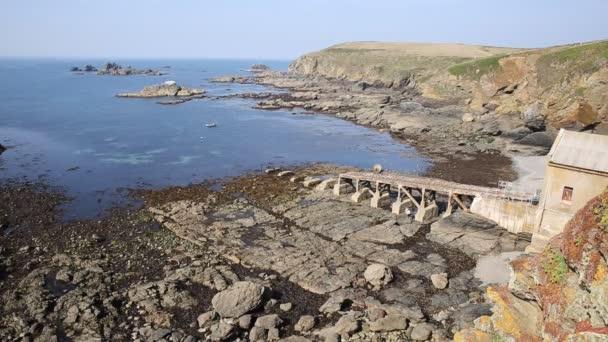 ještěrka poloostrově cornwall Anglie uk falmouth a penryn s havarijním rnli záchranný člun domem v létě na obloze den klidné modré moře
