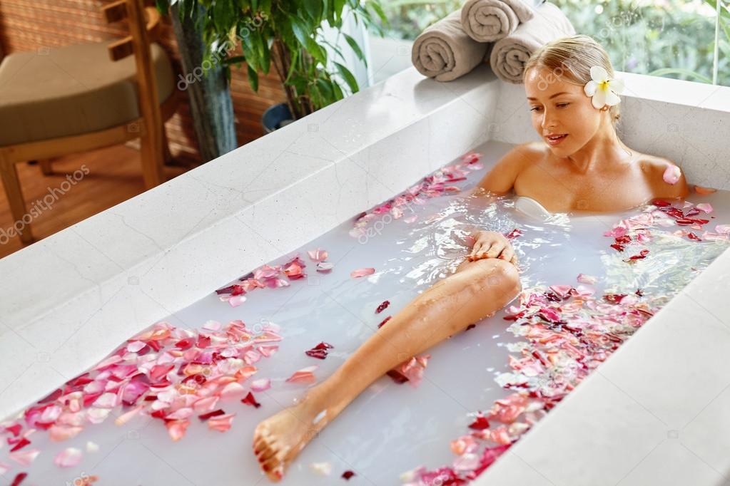 cleaner-vids-sexy-blonde-in-bath