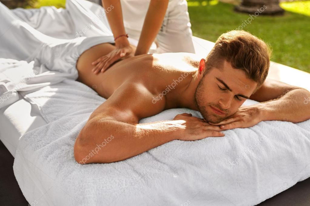 Красивый расслабляющий массаж на свежем воздухе видео