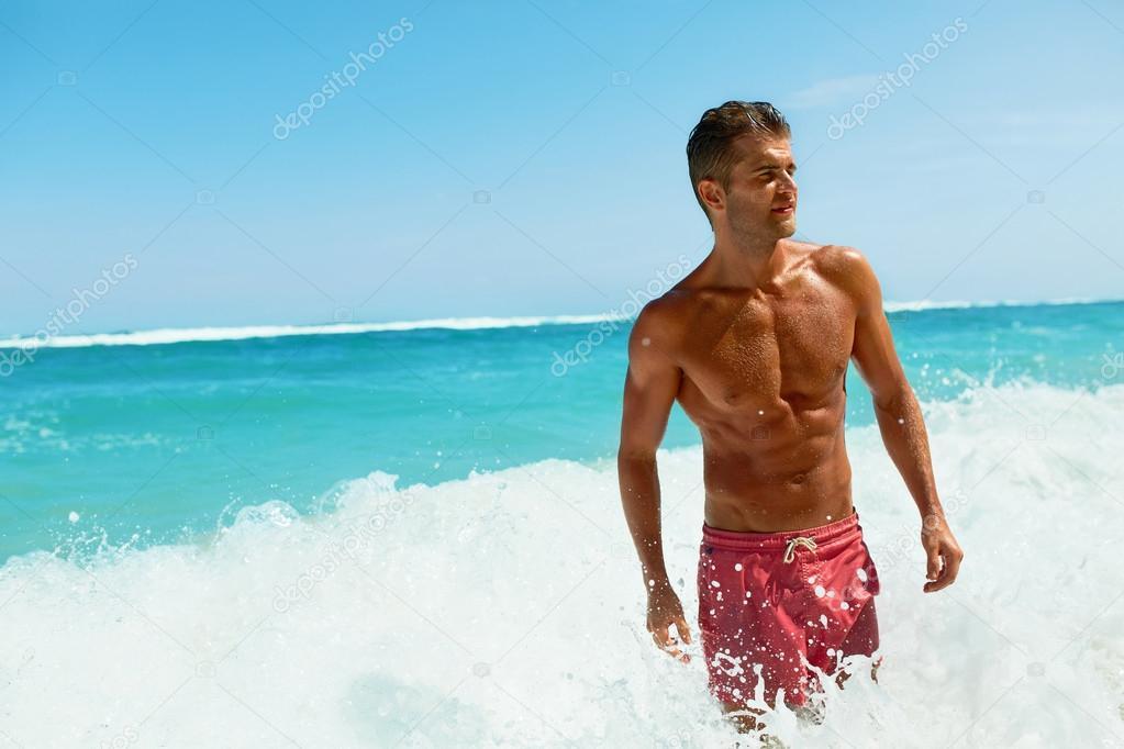 Красивые сексуальные пляжные парни