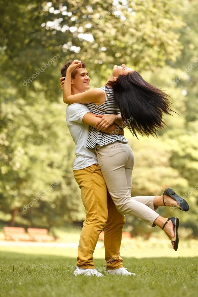 Imágenes Parejas De Enamorados Felices Pareja De Enamorados