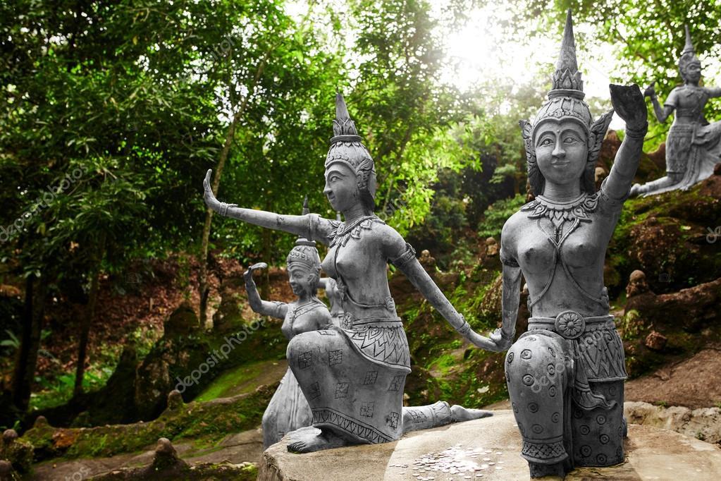 Boeddha Beelden Voor De Tuin.Thailand Beelden In Geheim Boeddha Tuin In Koh Samui Boeddhisme