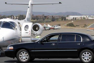 Leer jet and limousine