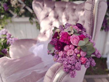 bouquet of roses and lilac
