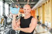 Photo Male athlete working out with kettlebell