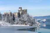 Středověký hrad Niedzica, Polsko, v zimě