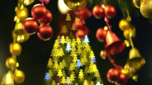 Krásné rozmazané dekorace Vánoce s barevným stromečkem bokeh blikat na pozadí. Vánoční dovolená koncept