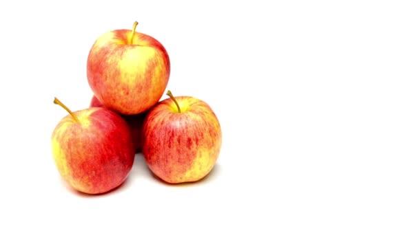 Jablka na bílém pozadí