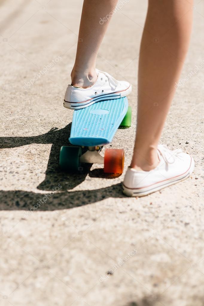 Fille Jeune Roulettes — Sport De Chaussures Photographie En Sur OwzpqPSw